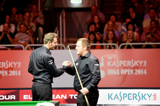 Selby and Allen shake hands after the final