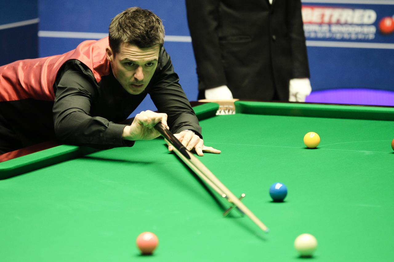 Superb Holt Shocks Robertson - World Snooker