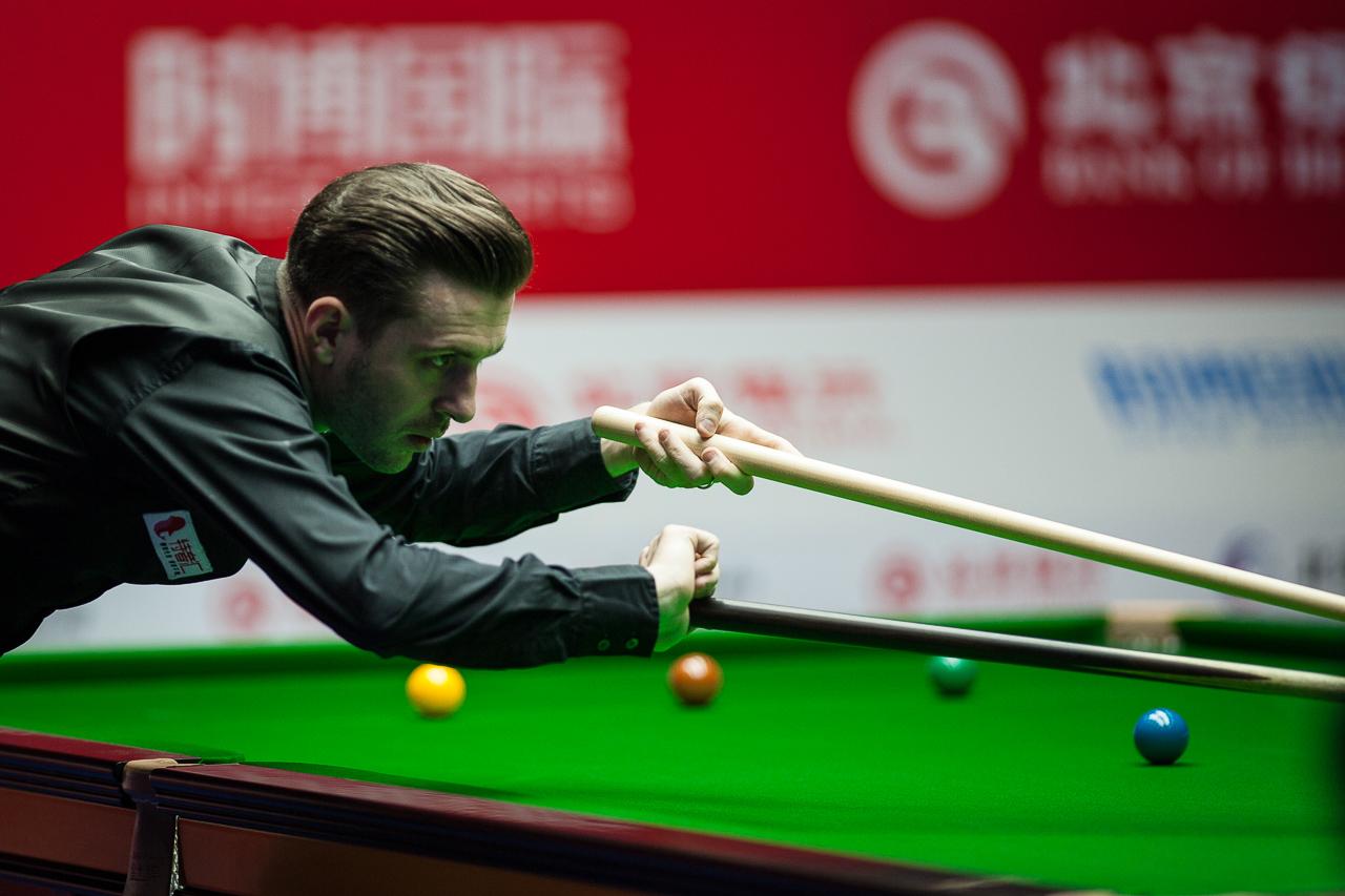 Selby Battles Past Higginson - World Snooker